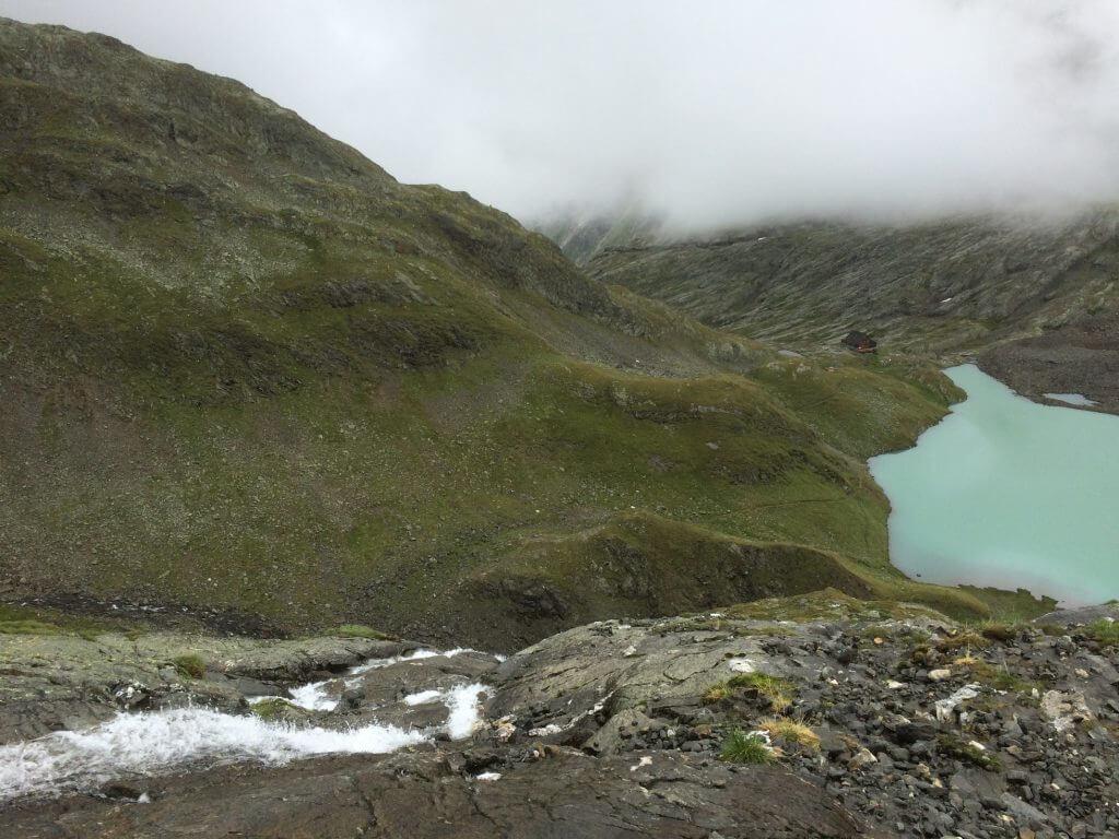 Abstieg aus der niederen Gradenscharte mit Blick zur Nossberger Hütte