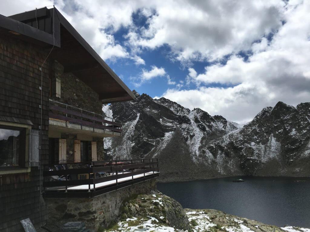 Wangenitzseehütte mit See