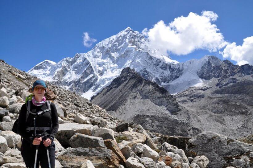 Silvia vor Everest Westgipfel und Nuptse