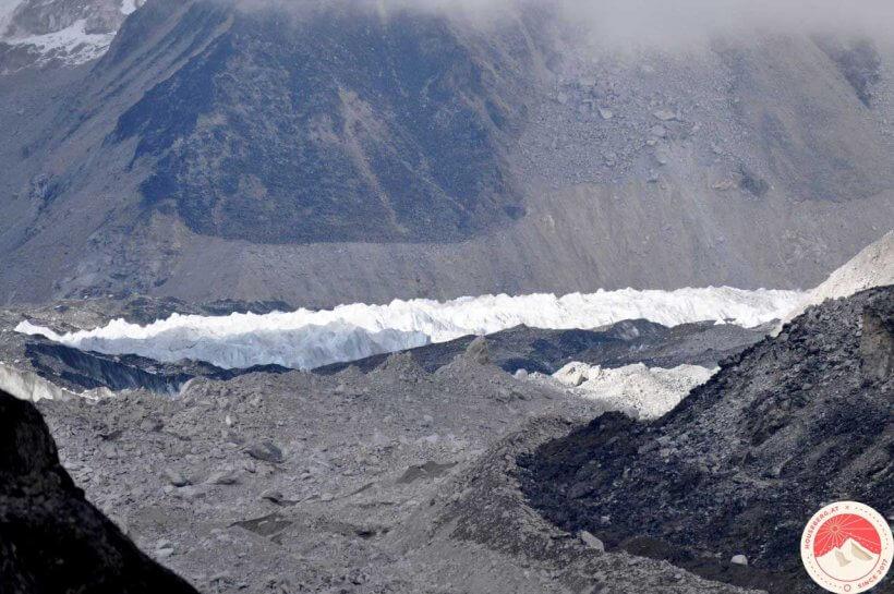 Blick mit Teleobjektiv richtung Khumbu Eisfall