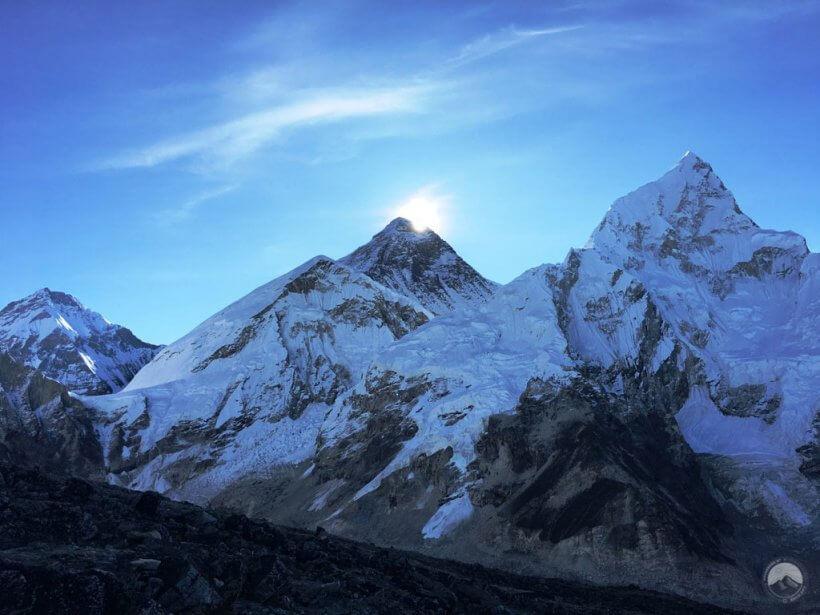 Sonnenaufgang hinter dem Mount Everest