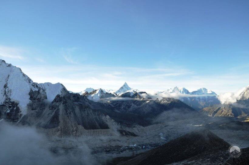 die Ama Dablam hinter dem Khumbu Gletscher